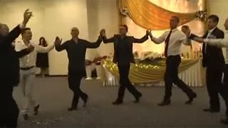 Bulgarian folklore dance (horo)