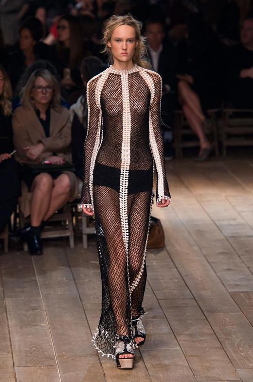 Alexander McQueen Spring/Summer 2016 Womenswear collection