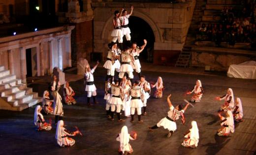 Ансамбъл Българе представя българската мода и фолклор в Холандия