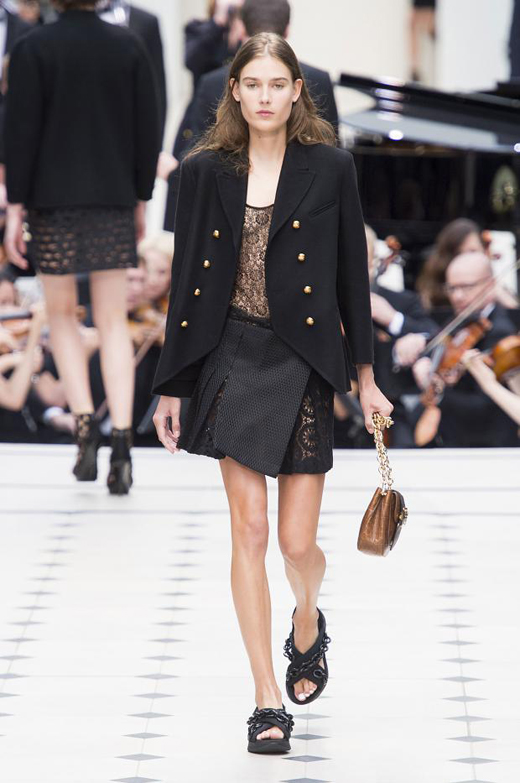 Womenswear: Burberry Spring/Summer 2016 collection