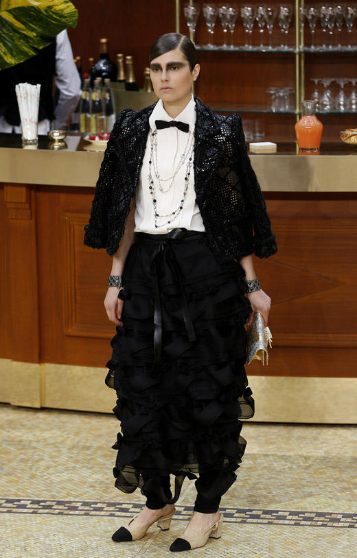 Yes, 60s are back! Chanel Fall-Winter 2015/2016 collection by Karl Lagerfeld
