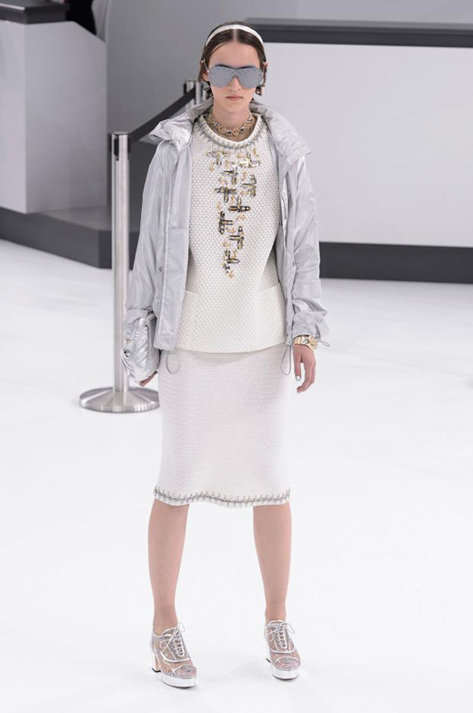 Spring/Summer 2016 Ready-to-wear collection CHANEL Airlines