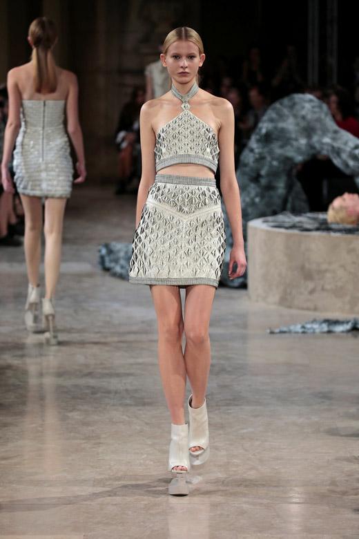 Дамска мода за Пролет-Лято 2016 от холандската дизайнерка Iris van Herpen