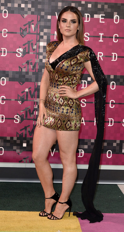 JOJO stuns in a sexy dress by JANI & KHOSLA on the MTV VMA red carpet