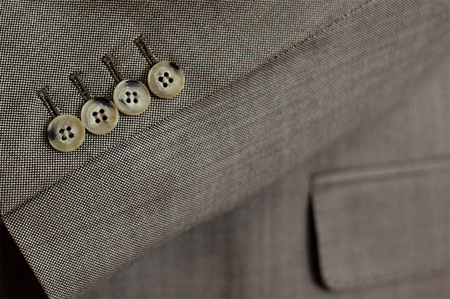 The made-to-measure suit can be completely customized