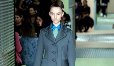 60-те се завръщат в колекция дамска мода Есен-Зима 2015/2016 от Prada