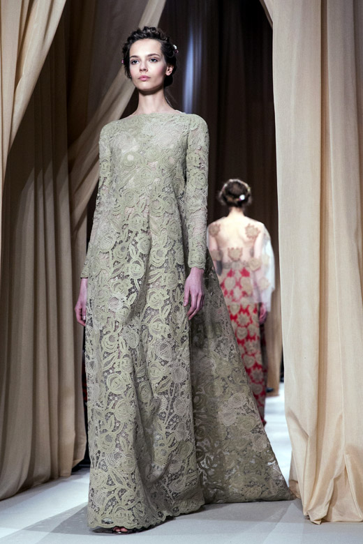 Valentino spring summer 2015 haute couture collection at for Haute couture materials
