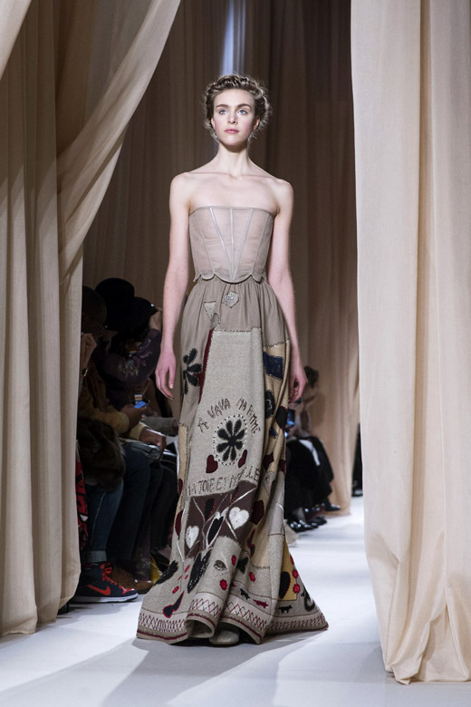 Valentino spring summer 2015 haute couture collection at for What does haute couture mean