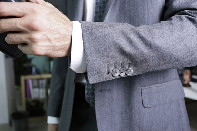 How to become a fashion consultant without any designer skills