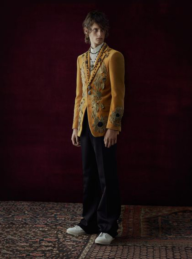 Alexander McQueen Spring/Summer 2017 collection - tailoring is the key