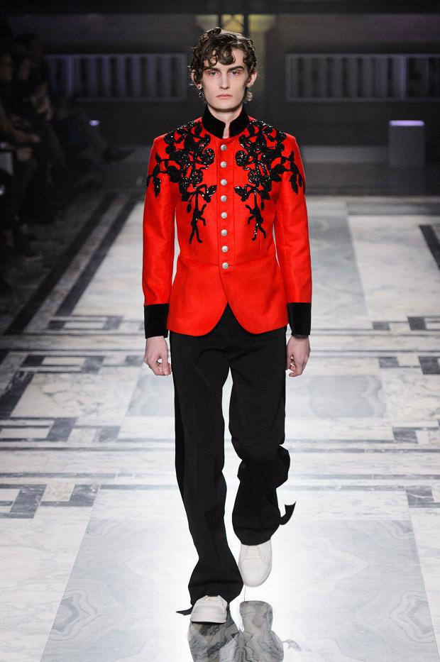 Alexander McQueen Autumn/Winter 2016 - The elegance of men