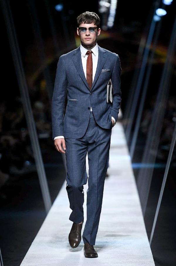 Milano Moda Uomo: Canali Spring-Summer 2017 men's collection
