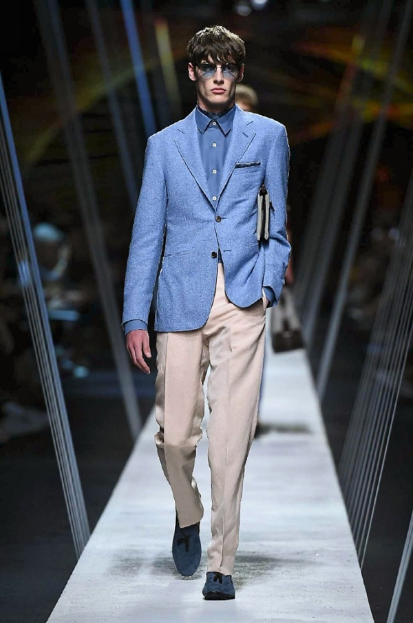 Milano Moda Uomo: Canali Spring-Summer 2017 men's collection
