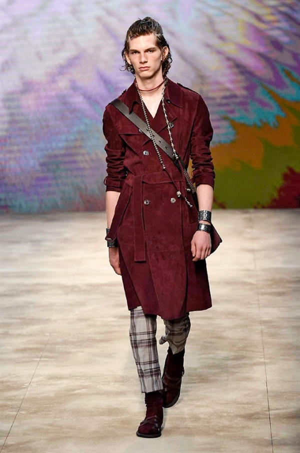 Milano Moda Uomo: DAKS Spring-Summer 2017 men's collection