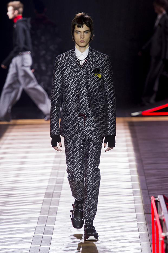 Dior Homme Fall/Winter 2017 - exaggeration of volumes and shapes