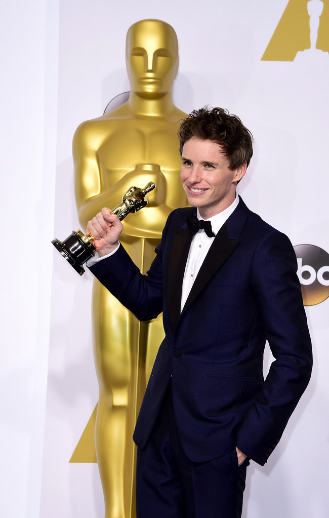 Eddie Redmayne chose not to wear black