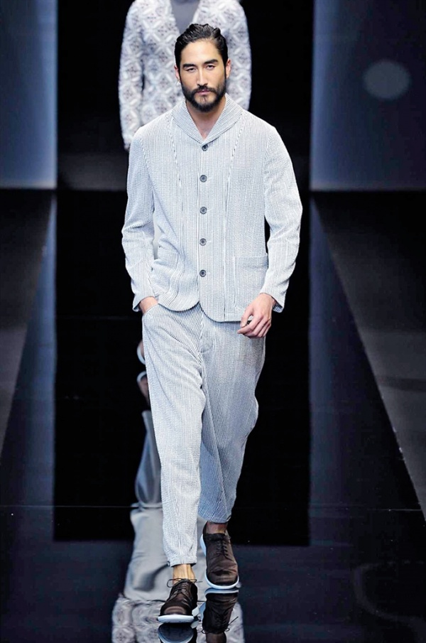 Milano Moda Uomo: Giorgio Armani Spring-Summer 2017 men's collection