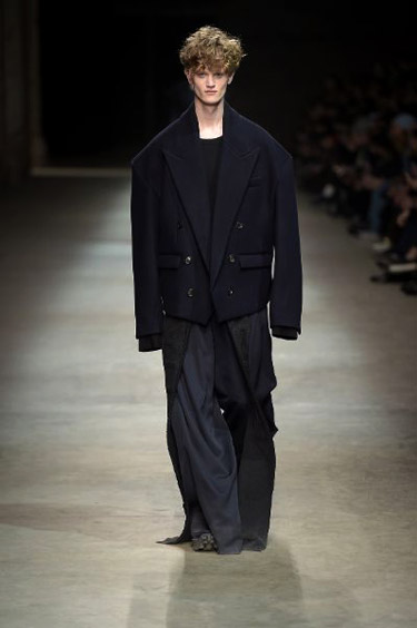 Juun.J Menswear collection at Pitti Uomo 89