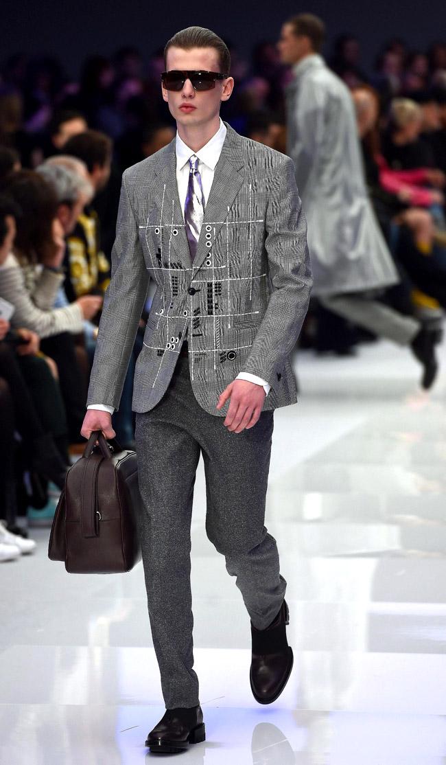 Milan Men 39 S Fashion Week Versace Fall Winter 2016 2017 Collection