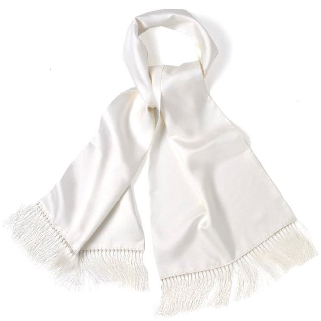 The scarf or more about draperies in menswear