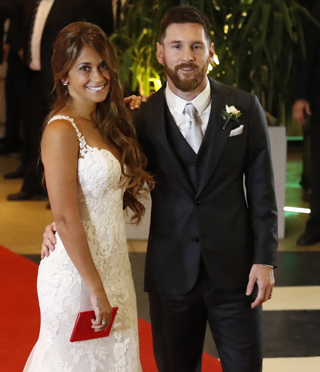 Argentinian soccer player Lionel Messi (R) and his wife Antonella Roccuzzo (L), pose for the media after their wedding in Rosario, Santa Fe, Argentina, 30 June 2017. EPA/David Fernandez