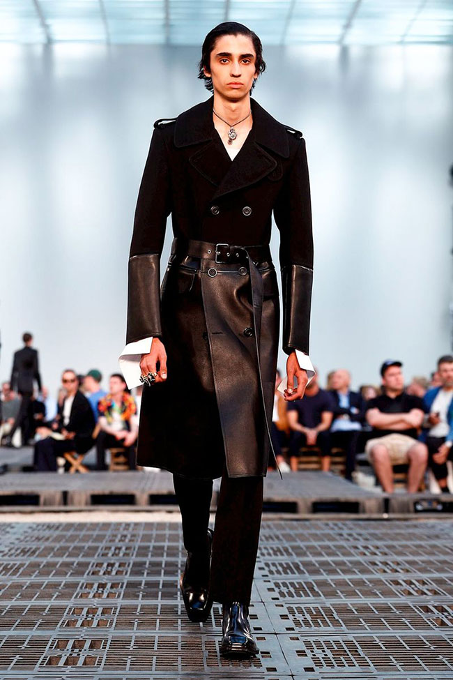 Alexander McQueen's Tailored Suits and Dramatic Looks at Paris Men's Fashion Week