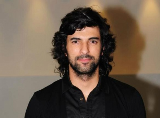 Engin Akyurek is the winner of Most Stylish men February 2018