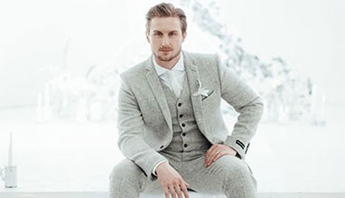 The monochrome suits - one of the hottest trends for Spring/Summer 2018