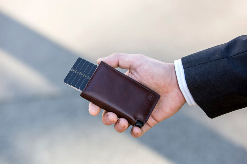 Trackable RFID-blocking wallet
