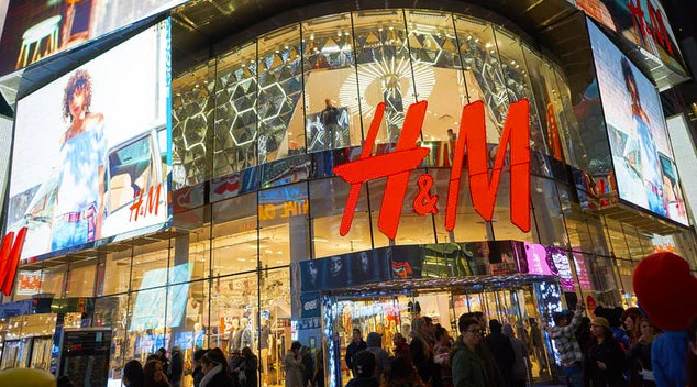 H&M closing shops in Italy