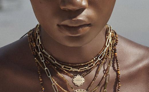 La designer Elza Pimenta porta al mercato italiano i suoi gioielli ispirati alla cultura afro-brasiliana