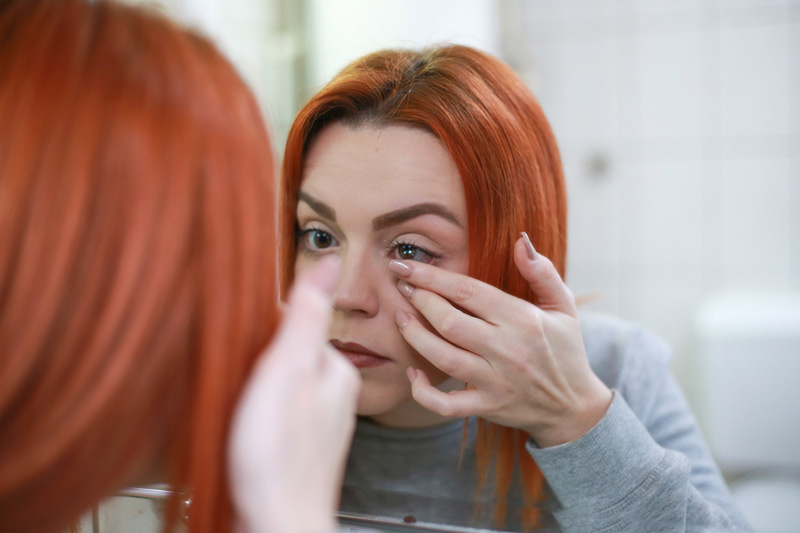 How To Select the Right Contact Lenses
