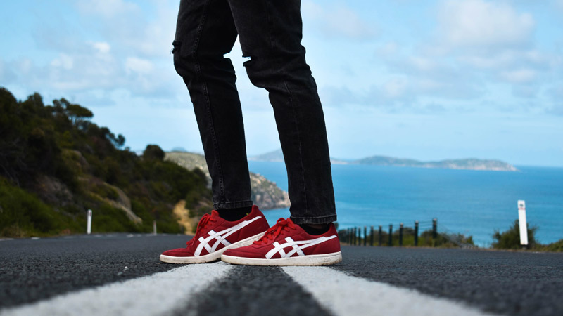 Sneakers and skinny jeans